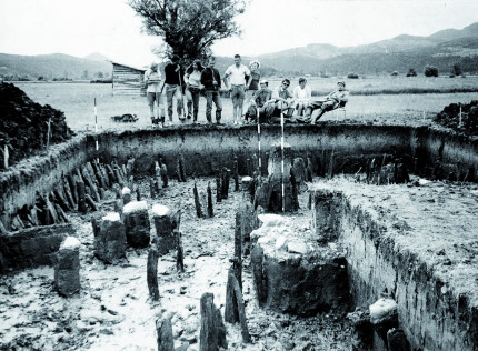 Excavation of prehistoric pile dwellings (photo: Museum and Galleries of Ljubljana)