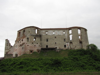 Ruined castle in Janowiec, Poland
