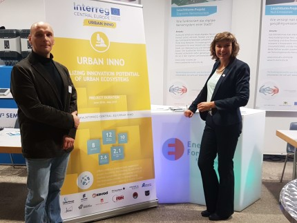 Dr. Ralf Trunko (CyberForum e.V.) and Andrea Bühler from the Economic Development Department of the City of Karlsruhe